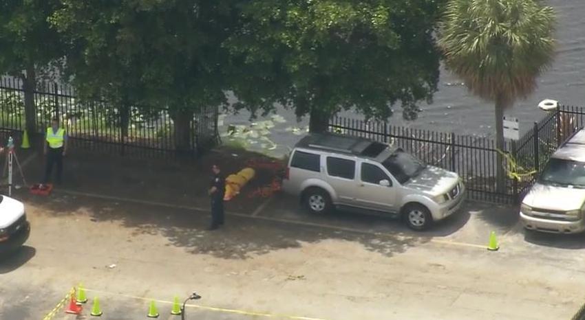 Encuentran a una mujer muerta dentro de un vehículo que cayó a un lago en Hialeah