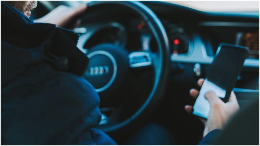 A partir de hoy comienzan las multas por textear o utilizar el teléfono mientras maneja en Florida