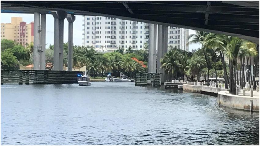 Encuentran un cuerpo flotando en el río de Miami