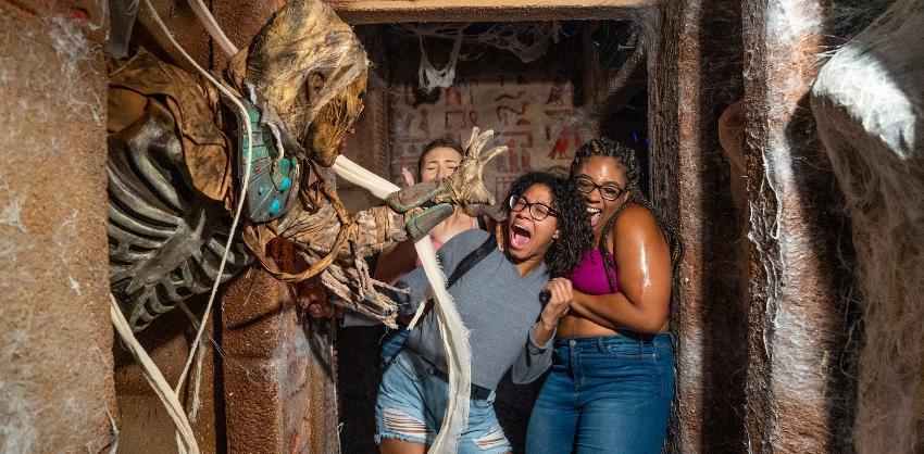 Halloween Horror Nights está de vuelta en Universal Studios Orlando, pero este año con un espíritu de terror renovado