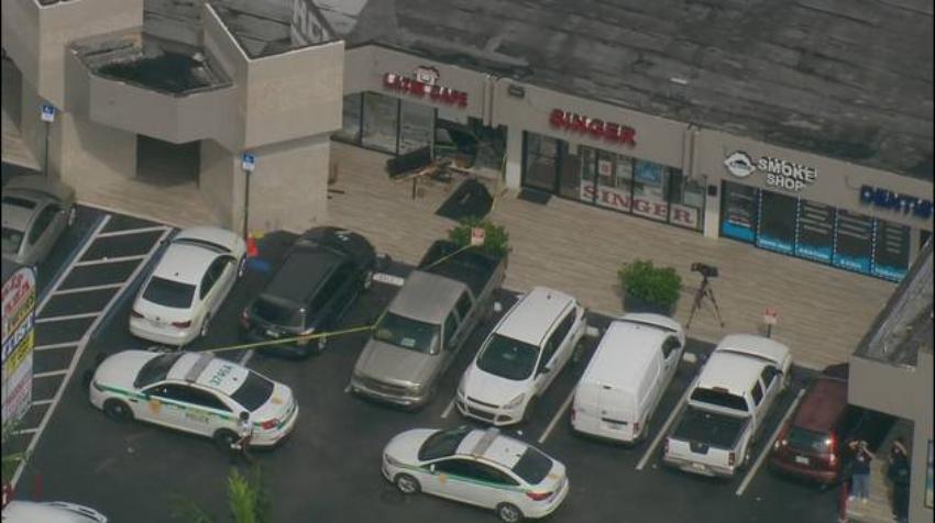 Un SUV se estrella contra el restaurante cubano Casa Latin Cafe en Miami-Dade