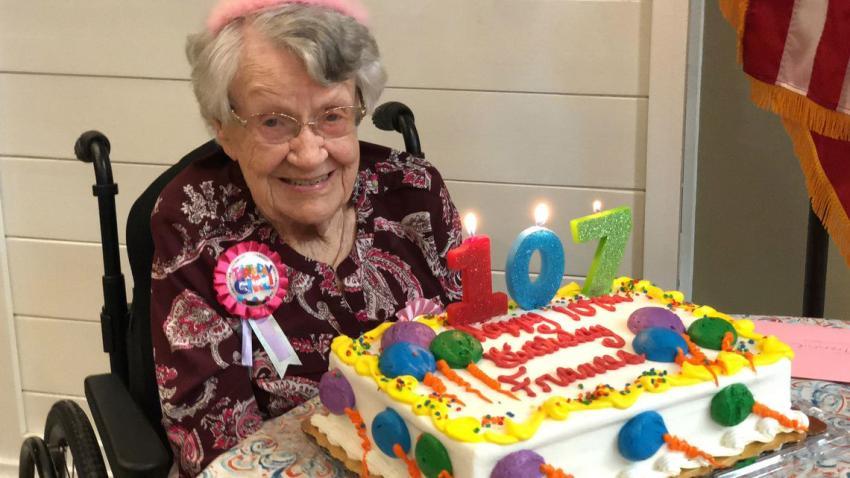Anciana de Florida celebra su cumpleaños número 107 y comparte su secreto