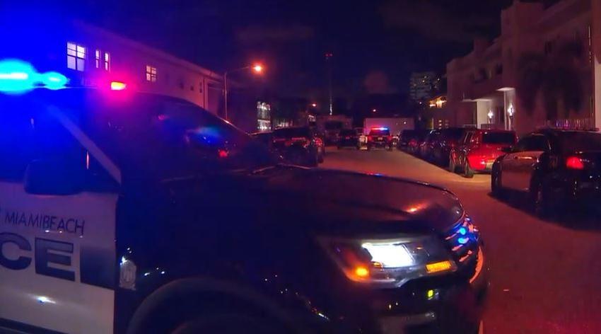 Equipo SWAT encuentra a una mujer muerta en un apartamento en Miami Beach; un hombre es detenido