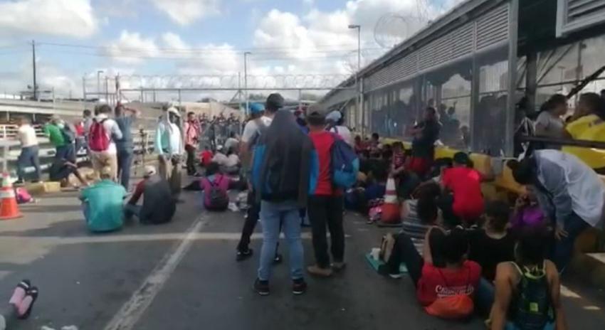 Alrededor de 300 migrantes intentan cruzar ilegalmente a EEUU causando el cierre de puente fronterizo