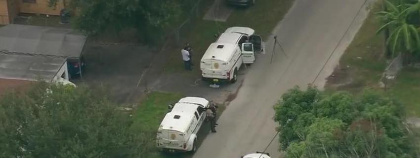 Asesinan a un hombre en el patio delantero de un dúplex al noroeste de Miami-Dade