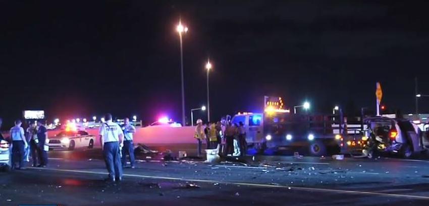 Aparatoso accidente en el Dolphin Expressway entre varios vehículos envía a un oficial de la policía de Miami Dade al hospital