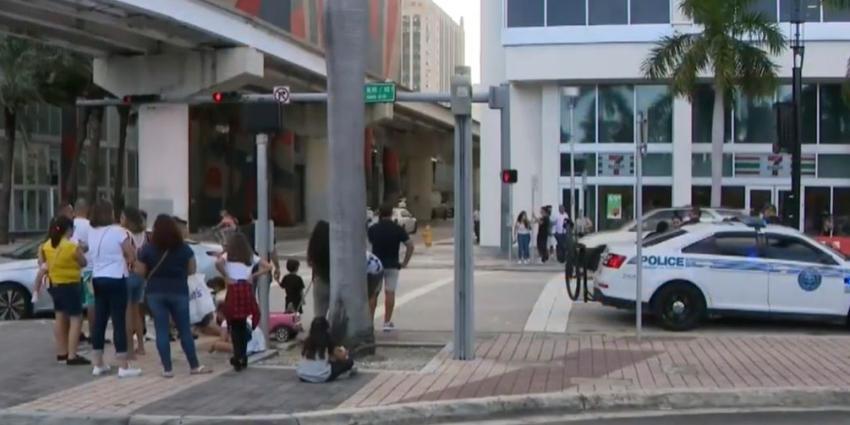 Niña de 8 años es atropellada por un automóvil en el Downtown de Miami