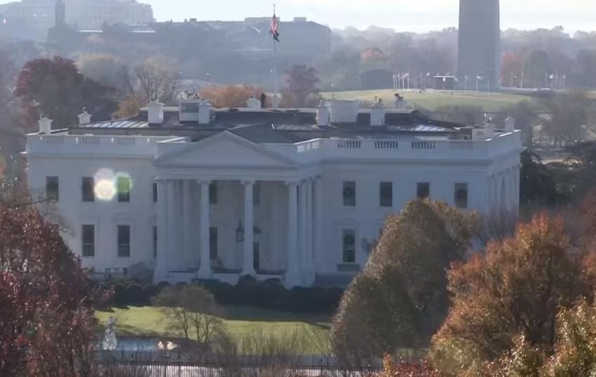 Un hombre armado con un cuchillo es arrestado fuera de la Casa Blanca después de asegurar que iba a matar al presidente Trump