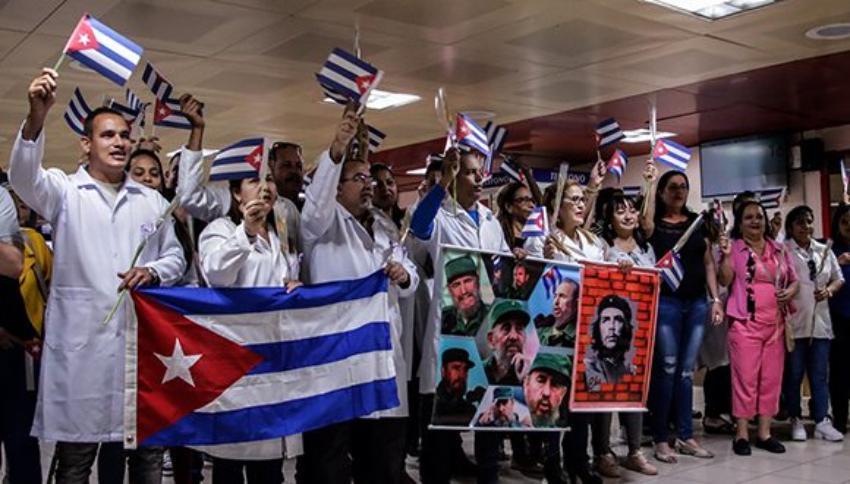 """Doctora cubana se queja del trato de las autoridades en Bolivia: """"Nos registraron la casa como si fuéramos terroristas"""""""