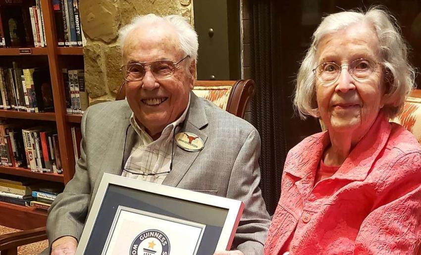 Un esposo y una esposa en Texas son oficialmente la pareja viva más longeva del mundo