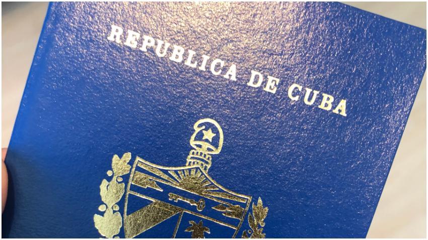 Pasaporte cubano cae otra posición y es en el 2019 un poco peor