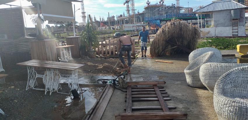 Reportan daños en el nuevo Paseo Marítimo de 1ra y 70 en La Habana, por penetraciones del mar