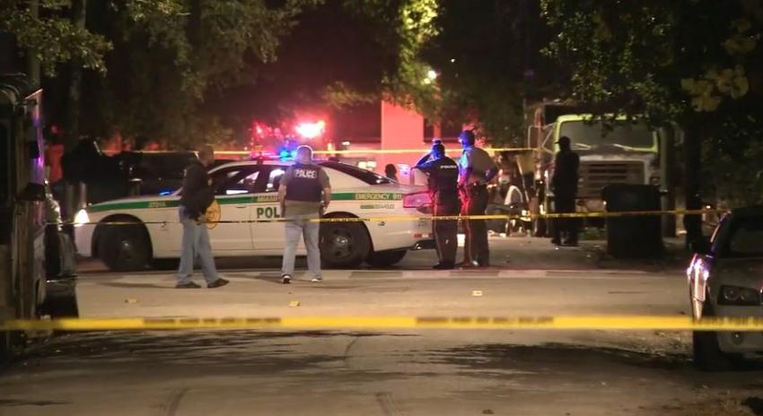Dos hombres muertos y dos policías heridos son el saldo de un tiroteo en vecindario del noroeste de Miami