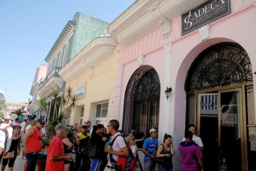 Perdidos los dólares y euros en Cuba, no se encuentran ni en los bancos ni en las CADECAS
