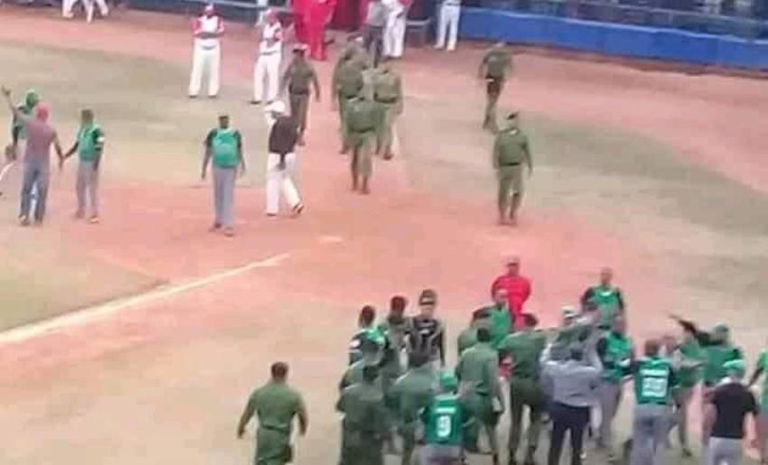Presentador cubano denuncia oficiales del MININT maltrataron a peloteros de Los Elefantes de Cienfuegos en la Serie Nacional