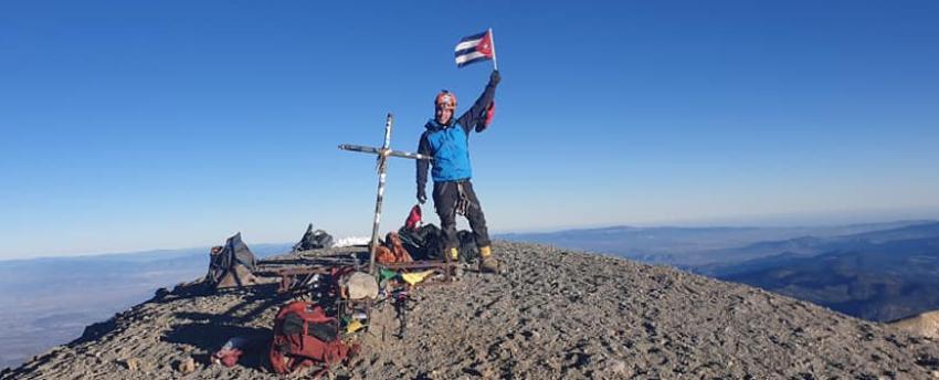 Cubano escala el Pico de Orizaba, el punto más elevado de México