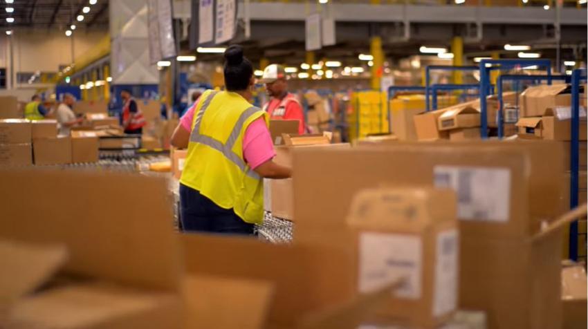 Amazon busca contratar 100,000 empleados en EEUU para mantenerse al día con el repentino aumento de pedidos online