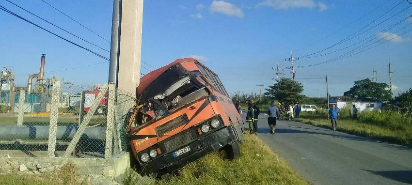 Autobús escolar involucrado en un accidente con un camión en Sagua la Grande: tres estudiantes heridos