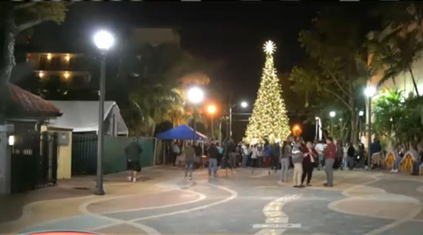 La navidad llega al Parque del Dominó en la Pequeña Habana