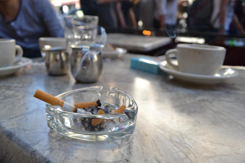 Estados Unidos aumenta la edad para poder comprar cigarrillos y vapes a 21 años
