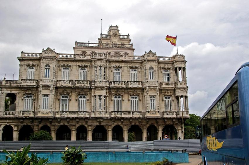 Embajada de España en La Habana suspende sus servicios nuevamente por el Covid-19