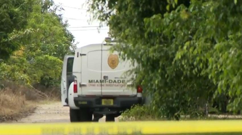 Investigan la muerte de dos hombres cuyos cuerpos fueron encontrados en áreas aisladas del suroeste de Miami Dade