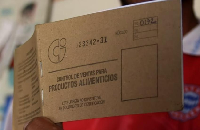 """Gobierno de Cuba quiere quitarle la libreta de abastecimiento a los cubanos que pasen """"mucho tiempo"""" fuera del país"""