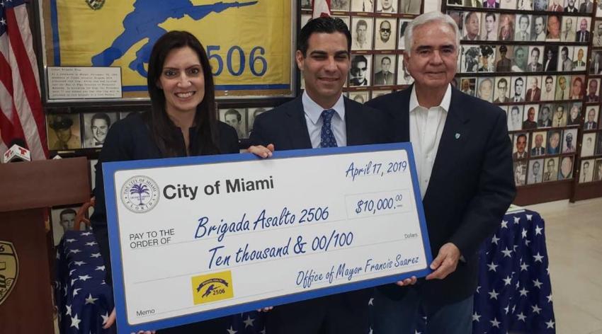 """Museo de la Brigada 2506 recibe donativo de la ciudad de Miami: """"Hoy día Miami es lo que es por nosotros los cubanoamericanos"""""""