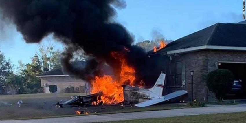 Piloto muere cuando pequeño avión se estrella contra una casa en el norte de Florida