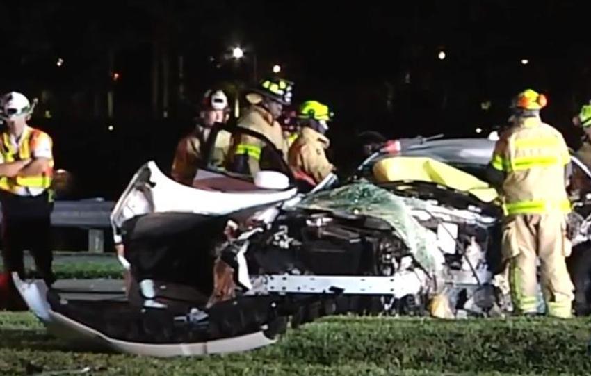 Conductor es hospitalizado tras chocar con un árbol en el suroeste de Miami