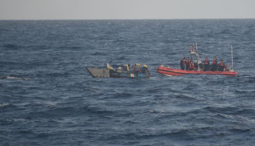 Guardia Costera intercepta embarcación con 9 migrantes cubanos cerca de los cayos de la Florida; 8 son repatriados a Cuba