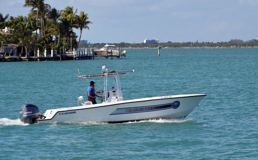 Encuentran un muerto flotando en Miami Beach