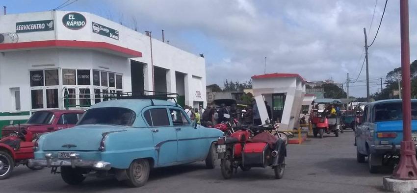 Así comenzó el 2020 al interior de Cuba con escasez de productos básicos en las tiendas y largas colas para comprar gasolina