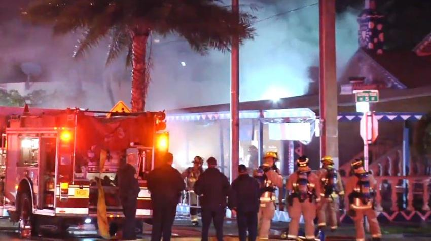 Bomberos responden a un incendio en un restaurante de la Pequeña Habana