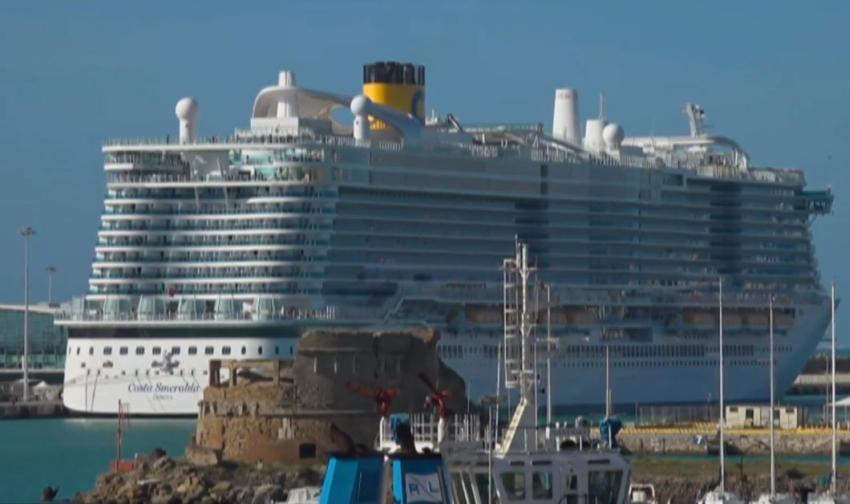 Autoridades en Italia bloquean crucero con 6000 pasajeros a bordo debido a temores por el coronavirus