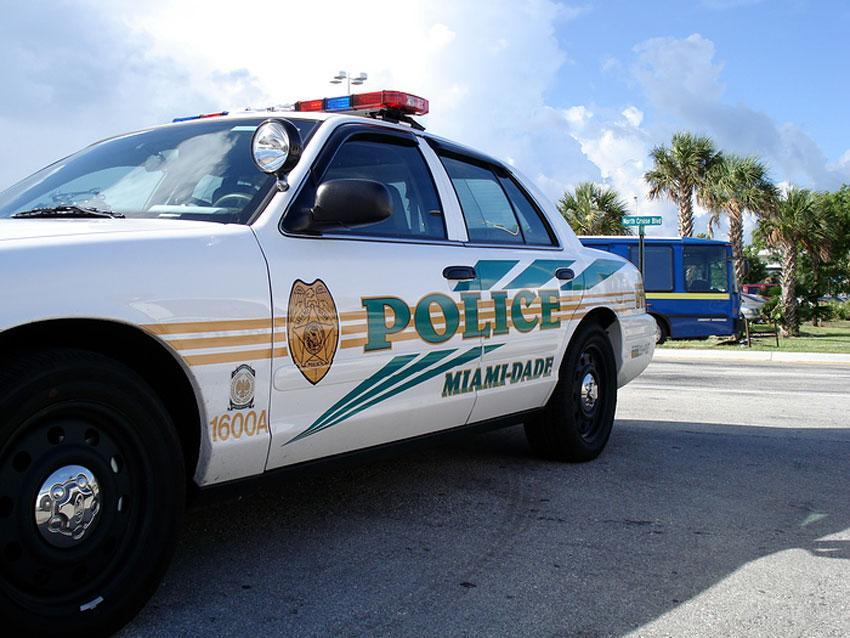 Persecución policial de Miami Beach a Kendall culmina con dos arrestados