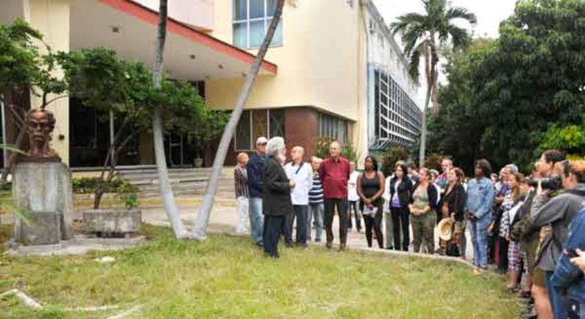 Periodistas oficialistas protagonizan acto de repudio contra movimiento Clandestinos, en la sede de Bohemia en La Habana