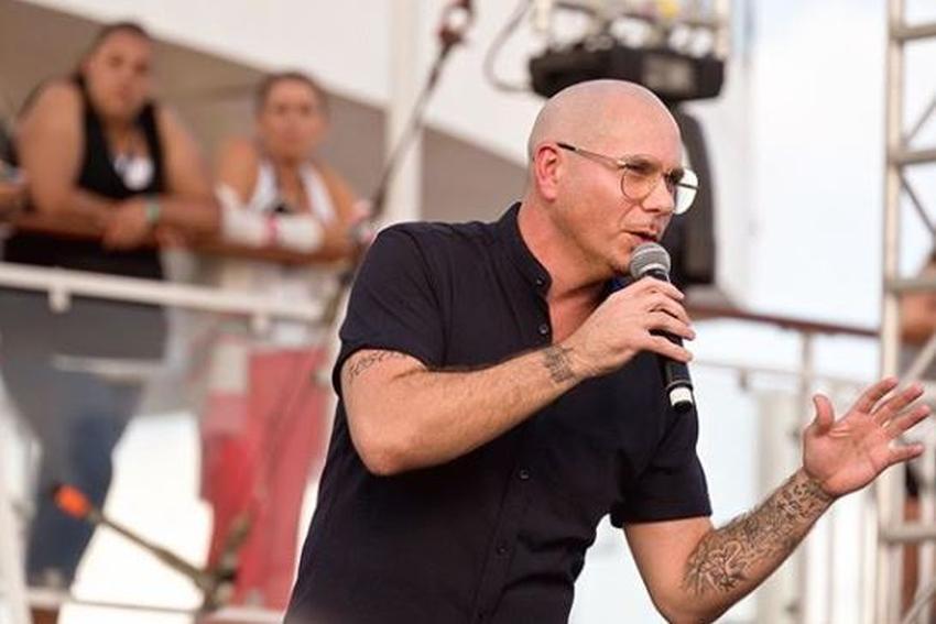 """Rapero cubano Pitbull pide disculpas por sus palabras de apoyo a Gente de Zona: """"Metí la pata"""""""