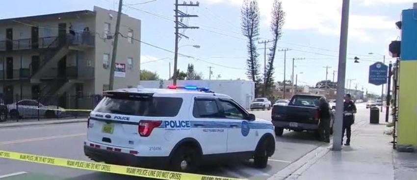 Murió un hombre tras un tiroteo en Miami esta mañana
