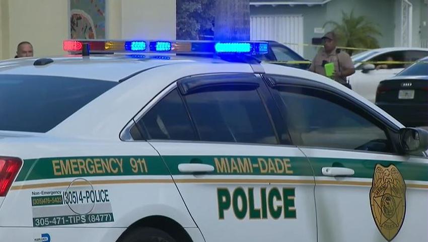 Pelea doméstica culmina con un muerto y un herido en una vivienda de Fontainebleau en Miami