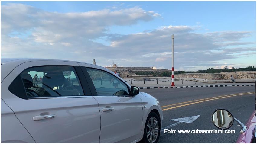 """Cubanos reaccionan a los precios de los autos en Cuba: """"Me faltan como 300 años para lograr pagar el carro"""""""