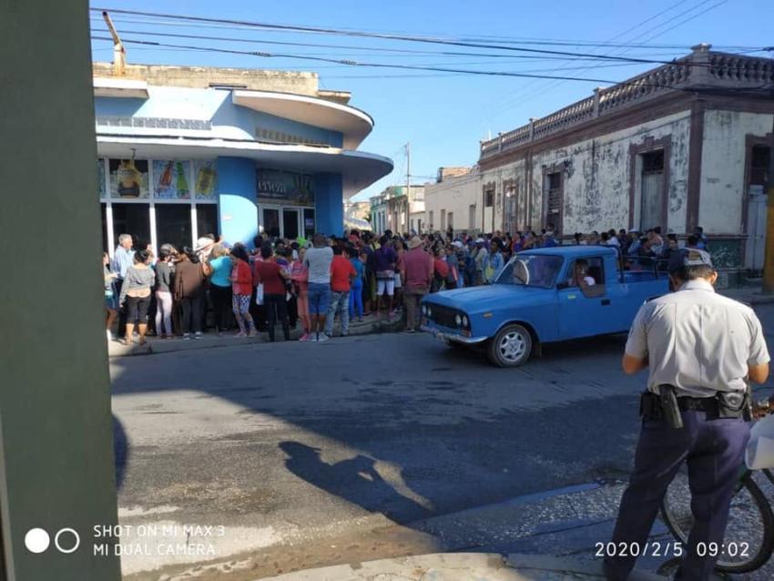 Escasez de productos de aseo en Cuba; largas colas en las tiendas