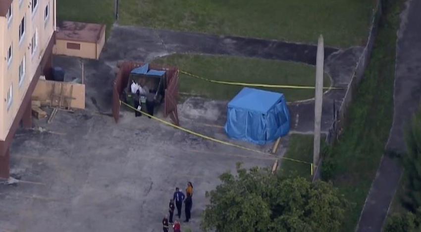 Encuentran un cuerpo en estacionamiento de complejo de apartamentos en Miami