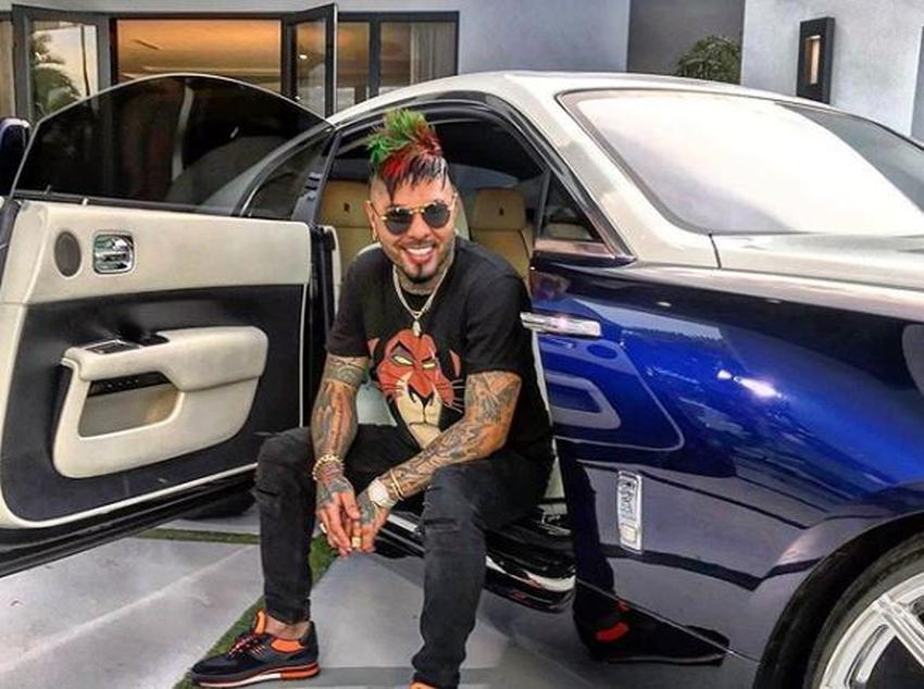 El Chacal se suma a la fiebre del Rolls Royce de los reguetoneros cubanos