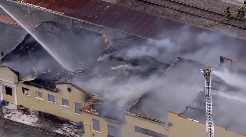 Incendio masivo en la antigua estación de tren de Delray Beach