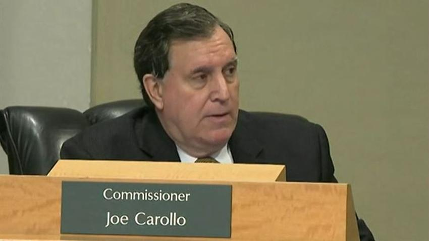Líderes políticos locales de Miami buscan remover al comisionado Joe Carollo