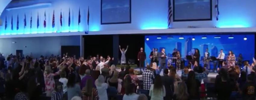 Gran Iglesia de Tampa abarrotada de fieles el domingo, pese al avance del Covid-19 en Florida y en el resto de EEUU