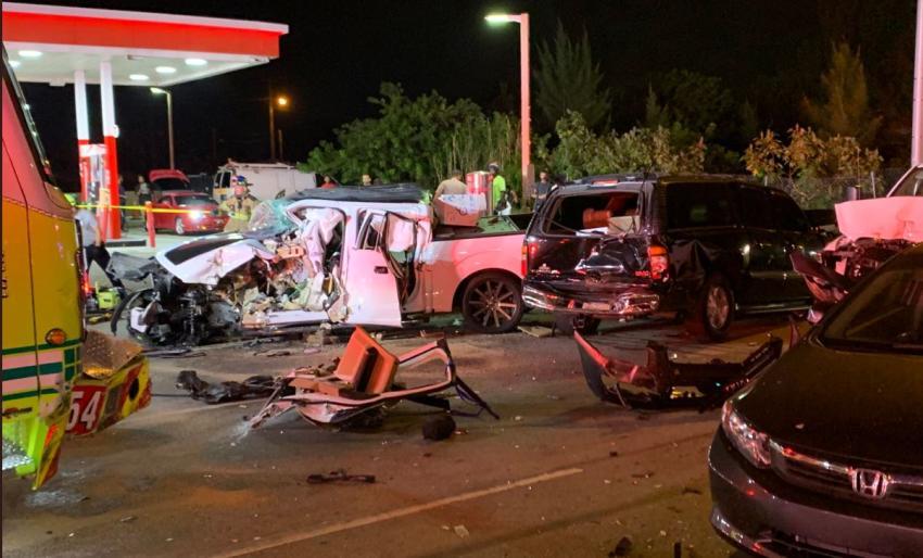 Accidente que involucró a 7 vehículos y un camión de bomberos en Miami dejó múltiples heridos