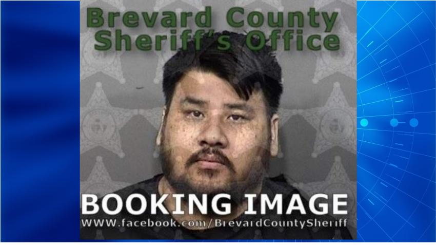 Un hombre de Florida es arrestado por lanzar piedras completamente desnudo afuera de su casa
