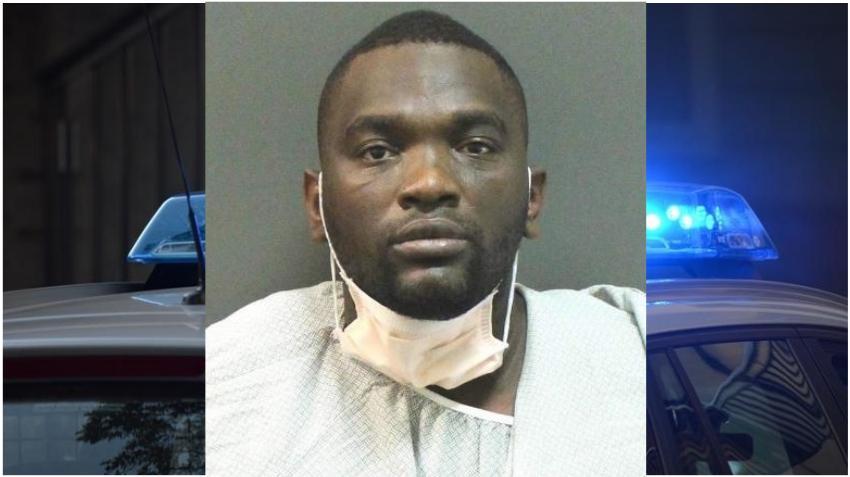 Un hombre recibe un disparo después de entrar un arma de fuego a la sala de reservas de una cárcel en Florida